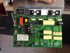 Carte électronique désolidarisé de la plaque (Il y en a 2)